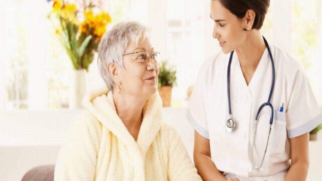 Để ngăn ngừa loãng xương, phụ nữ nên bổ sung đầy đủ canxi, vitamin D. Cùng với đó, nên đến bệnh viện kiểm tra mật độ xương định kỳ.
