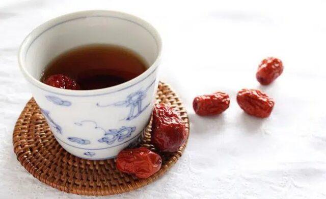 Cách pha trà táo đỏ giúp cơ thể nhận về nhiều dưỡng chất.