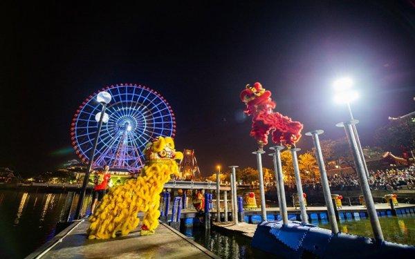Biểu diễn Lân sư rồng Mai hoa thung tại Sân khấu mặt nước
