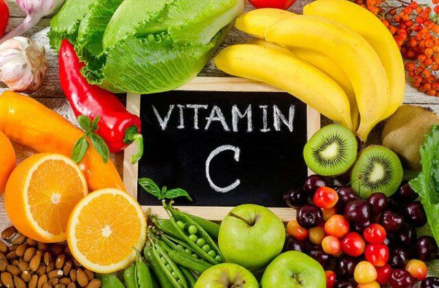 Một số thực phẩm cung cấp vitamin C dồi dào đó là: cam, quýt, cà chua, bông cải xanh...