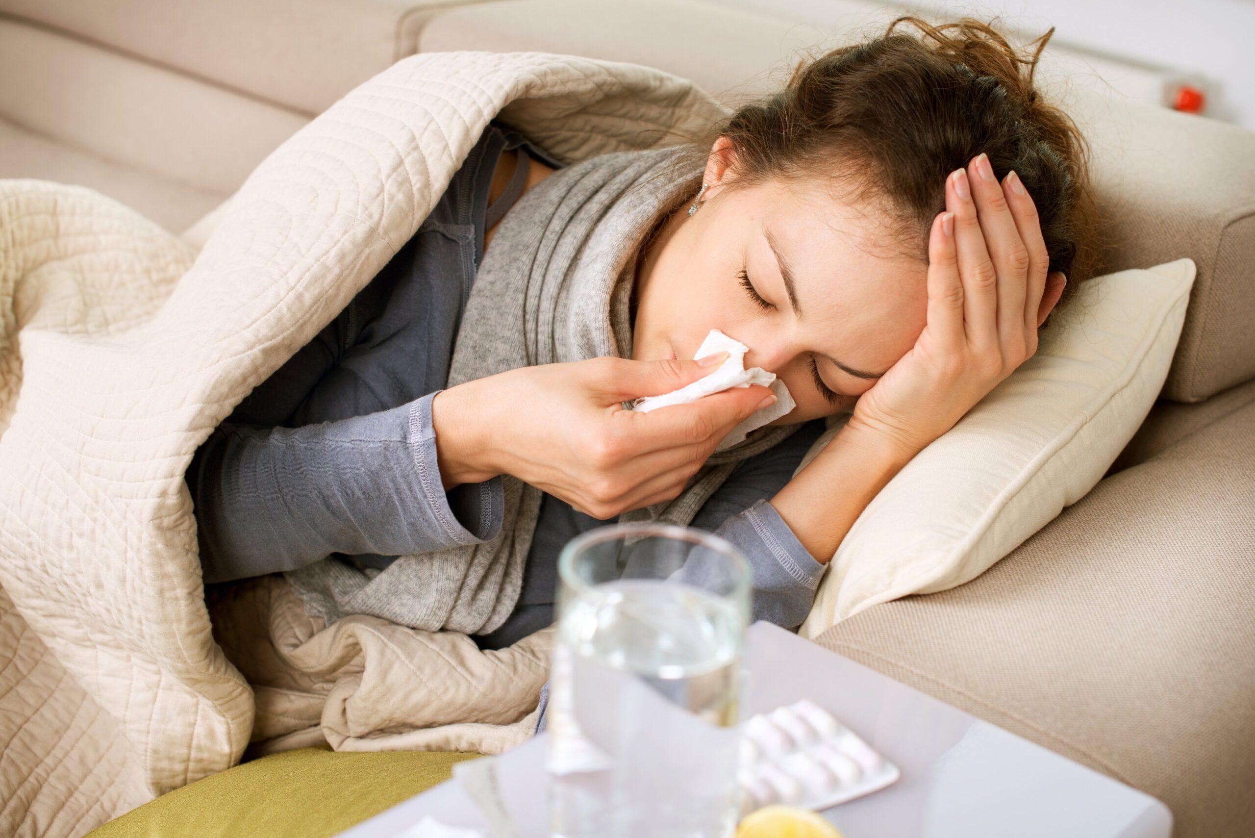 Đừng chủ quan, sốt virus ở người lớn có thể gây biến chứng nguy hiểm