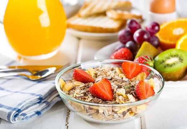 Dậy sớm để ăn bữa sáng cân bằng và phong phú