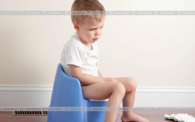 Một số triệu chứng táo bón ở trẻ nhỏ