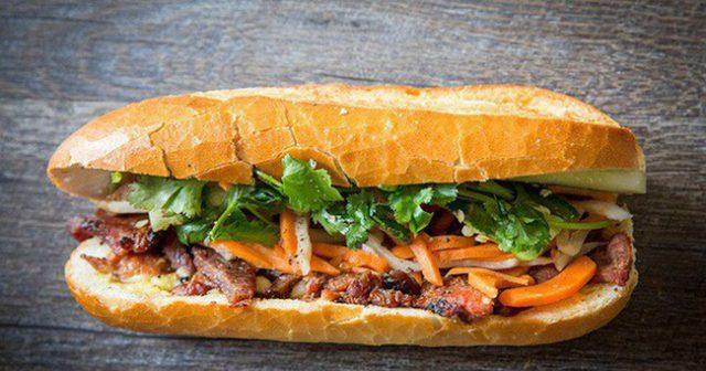 Bán mì Việt Nam được bạn bè quốc tế đánh giá coa