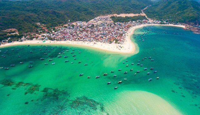 Một trong những bãi biển đẹp ở Quy Nhơn